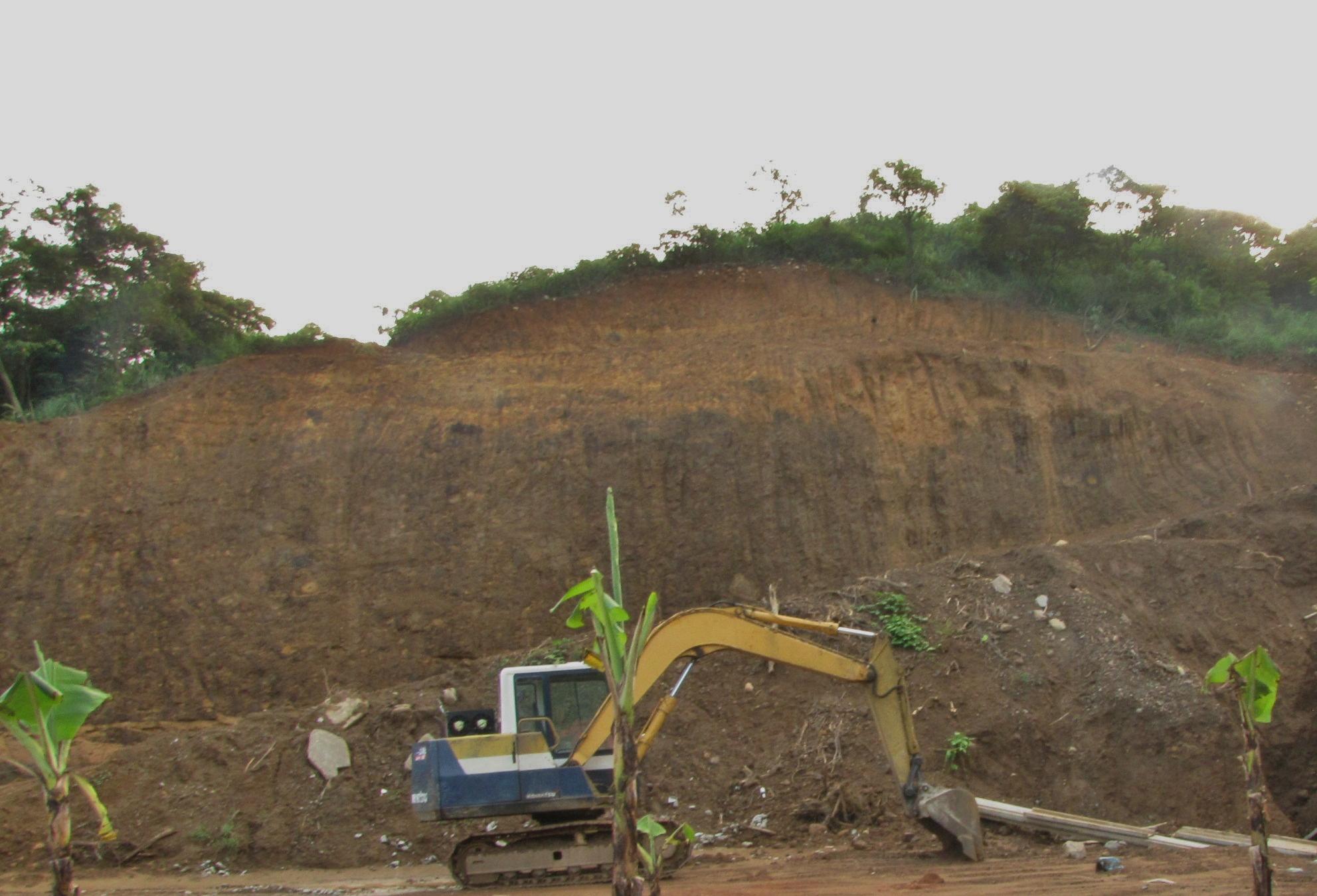 山坡地濫墾後山坡地土石裸露圖