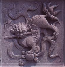 圖片描述:聖蹟亭底層浮雕「玉獅吞劍」