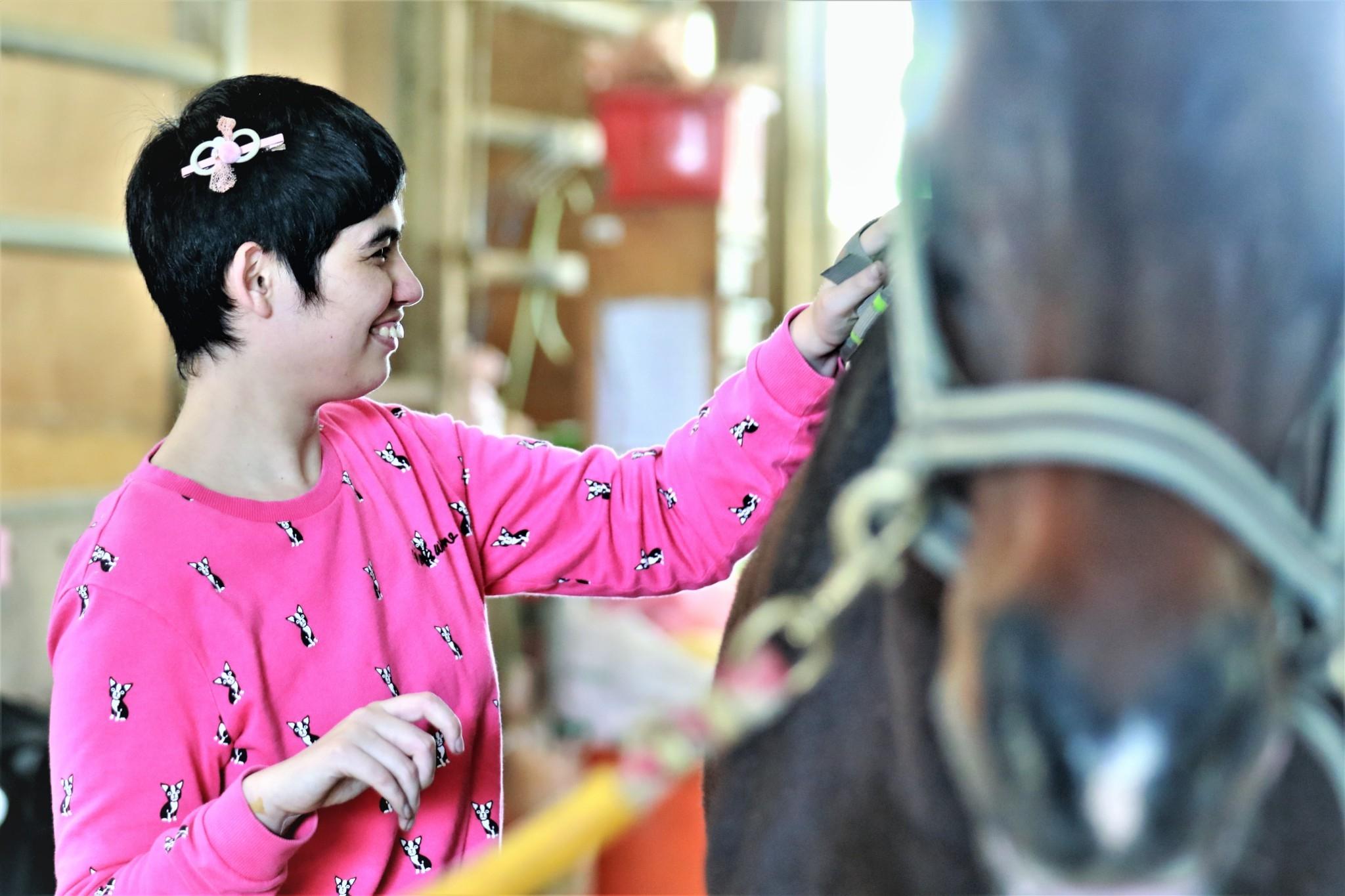 身障學員學會照顧馬匹也是對自我價值的提升