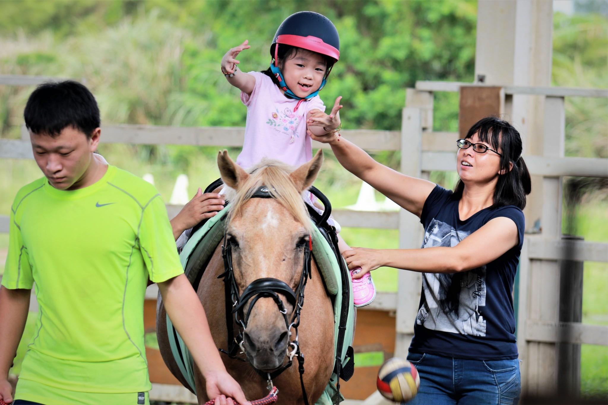 馬匹帶給身障學員無比的成就與喜悅感