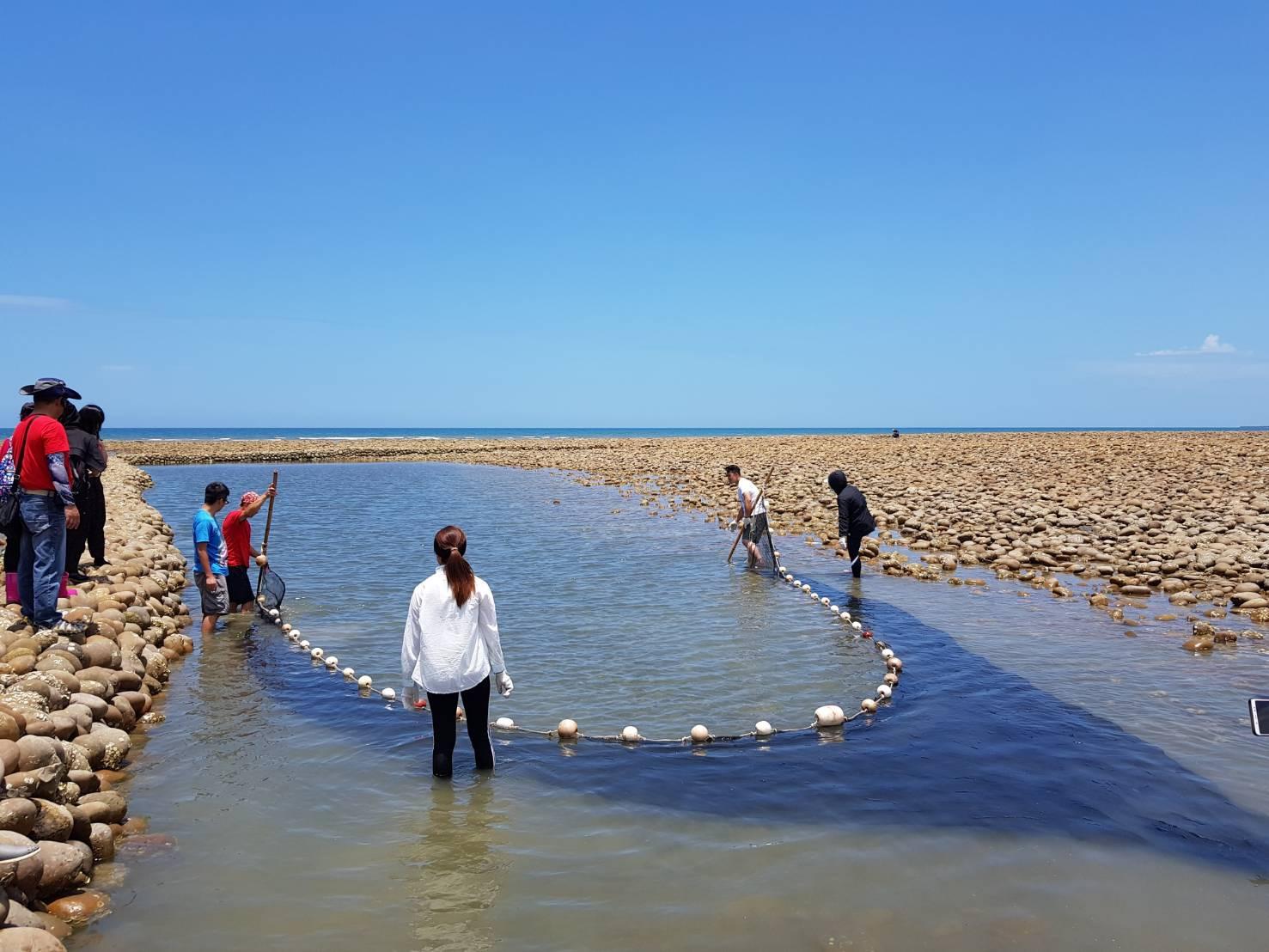 石滬是漁民利用潮差捕魚的工具
