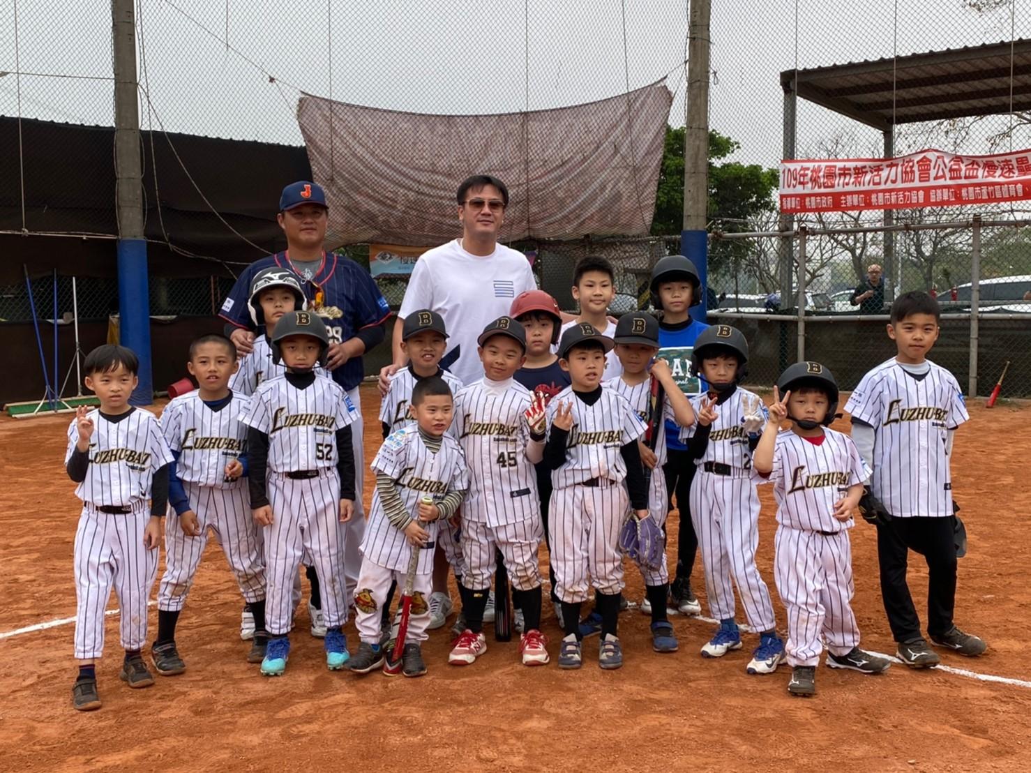 前美國職棒MLB投手曹錦輝拜訪協會關懷小選手