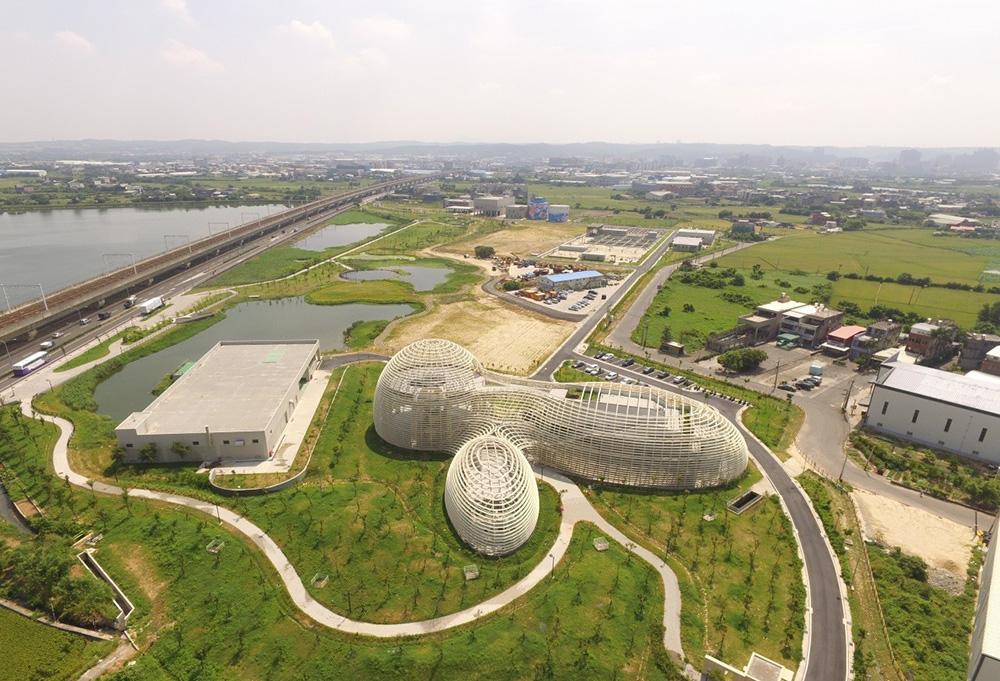 桃園北區水資源中心:空照俯瞰「山林水瀑」建築意象