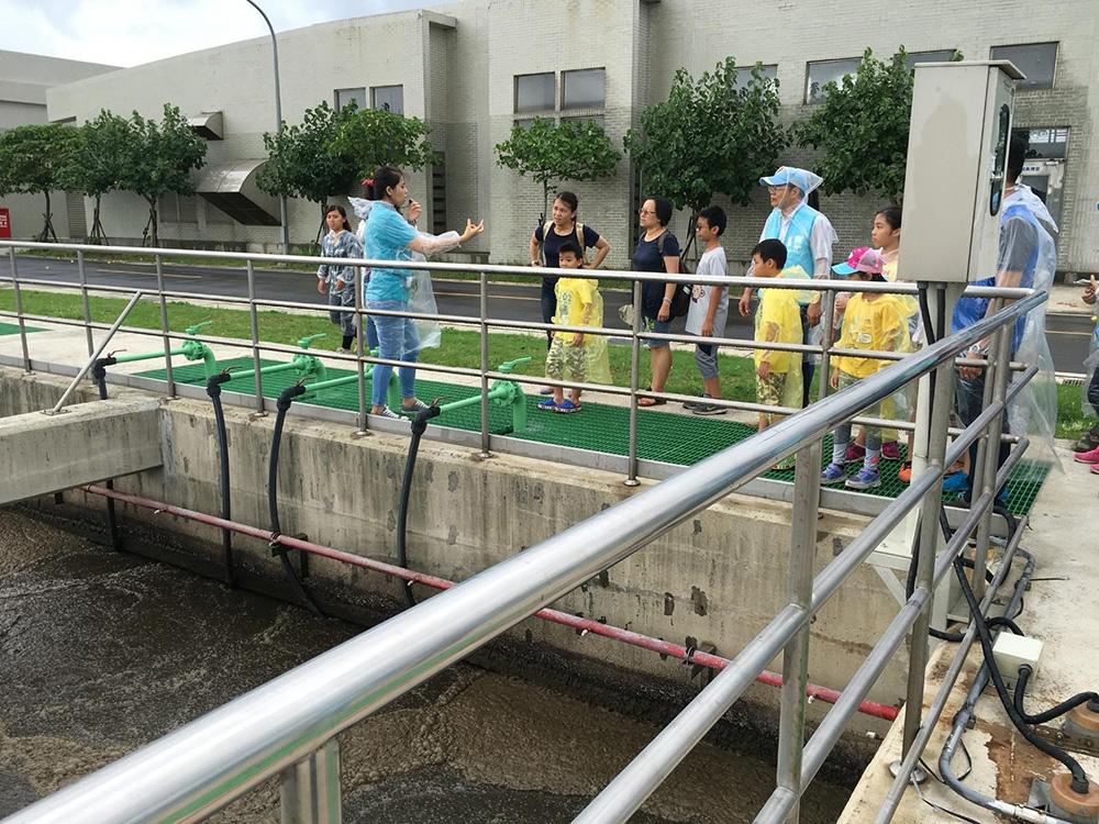 環境教育場所:向小朋友們解說生物怎麼幫我們把污水淨化