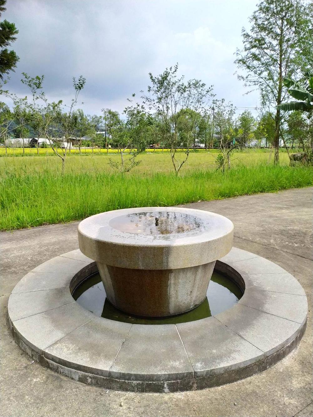 大溪水資源中心設有景觀步道,入口水池