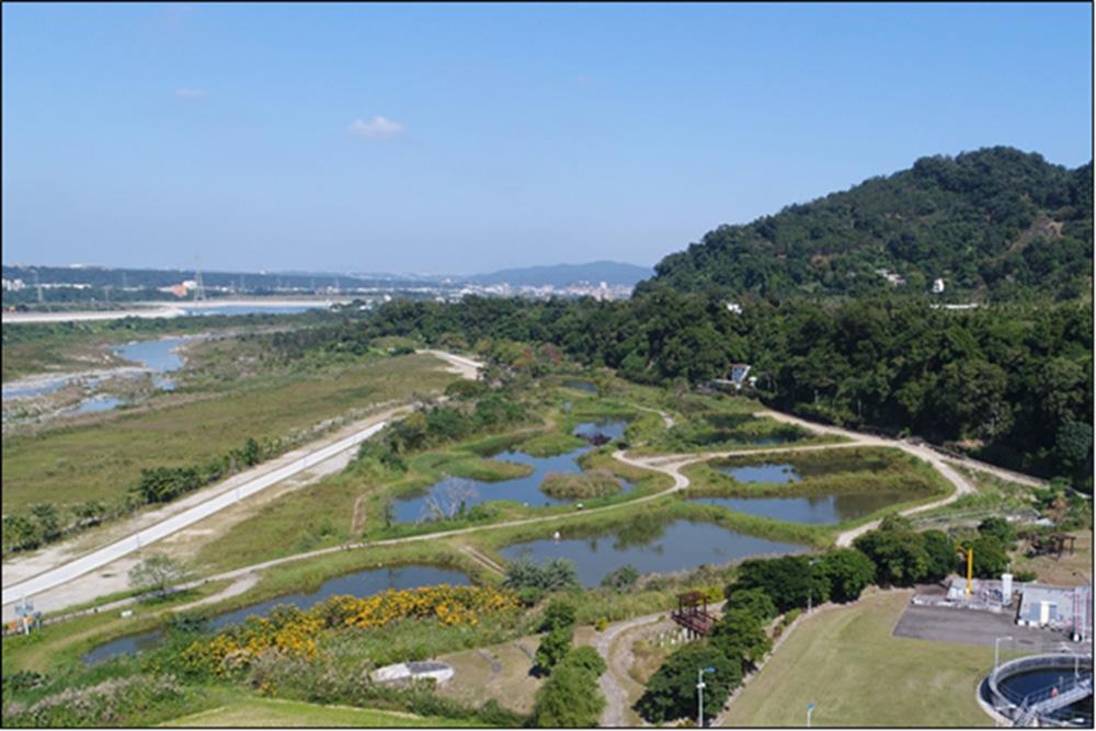月眉濕地排水自然淨化系統:俯瞰美麗的月眉濕地,空氣清新也讓整個人心曠神怡。