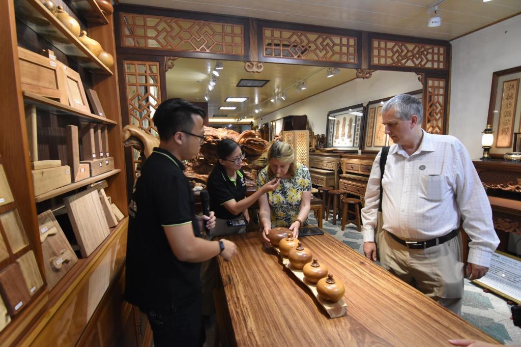 Shin Yuching Wood Furniture