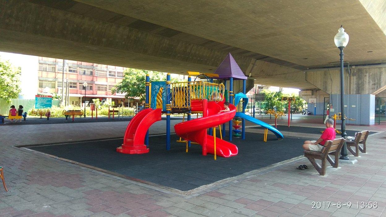 龍潭區二高橋下體育休閒園區親子遊戲設施工程