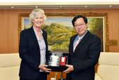 唐凱琳代表與鄭文燦市長