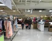 圖一、大江購物中心停車場卸貨區違規供賣場使用稽查照片