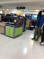 圖二、大江購物中心停車場卸貨區違規供賣場使用稽查照片