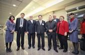 (左起)中華航空何煖軒董事長、聖貝納迪諾郡郡監督哈格曼、鄭文燦市長、安大略市市議員瓦倫西亞二世、安大略國際機場管理委員會勞福李奇副主席、安大略市市議員桃樂絲-波拉達