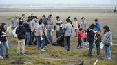 趁著秋涼來淨灘 200人把觀音小飯壢溪變乾淨【另開新視窗】