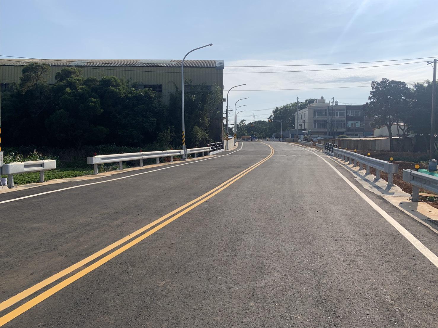 桃園市觀音區忠富路使用焚化再生粒料於路床穩定完工照片