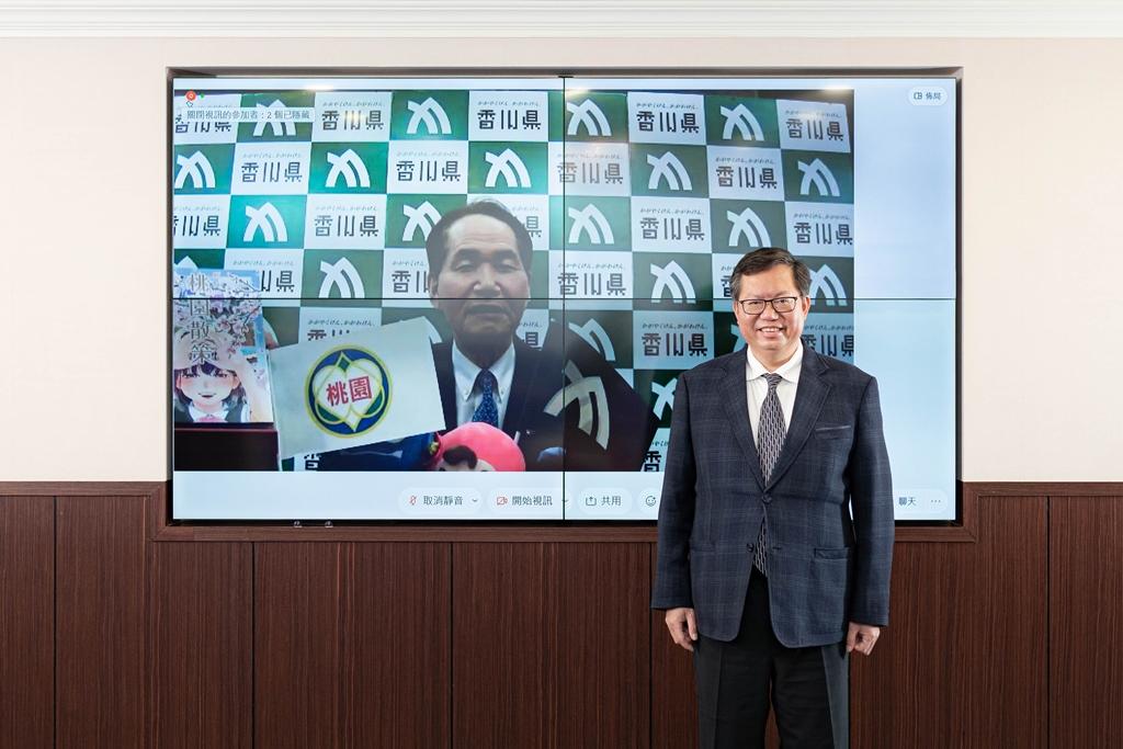 桃園市長鄭文燦(右)和日本友好城市香川縣知事濱田惠造(左)進行線上對談。