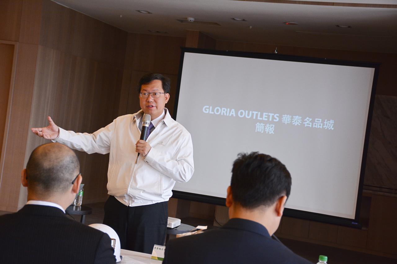 訪視華泰名品城 鄭市長:華泰名品城將成為航空城及機場捷運的地標,也將成為台灣燈會的亮點