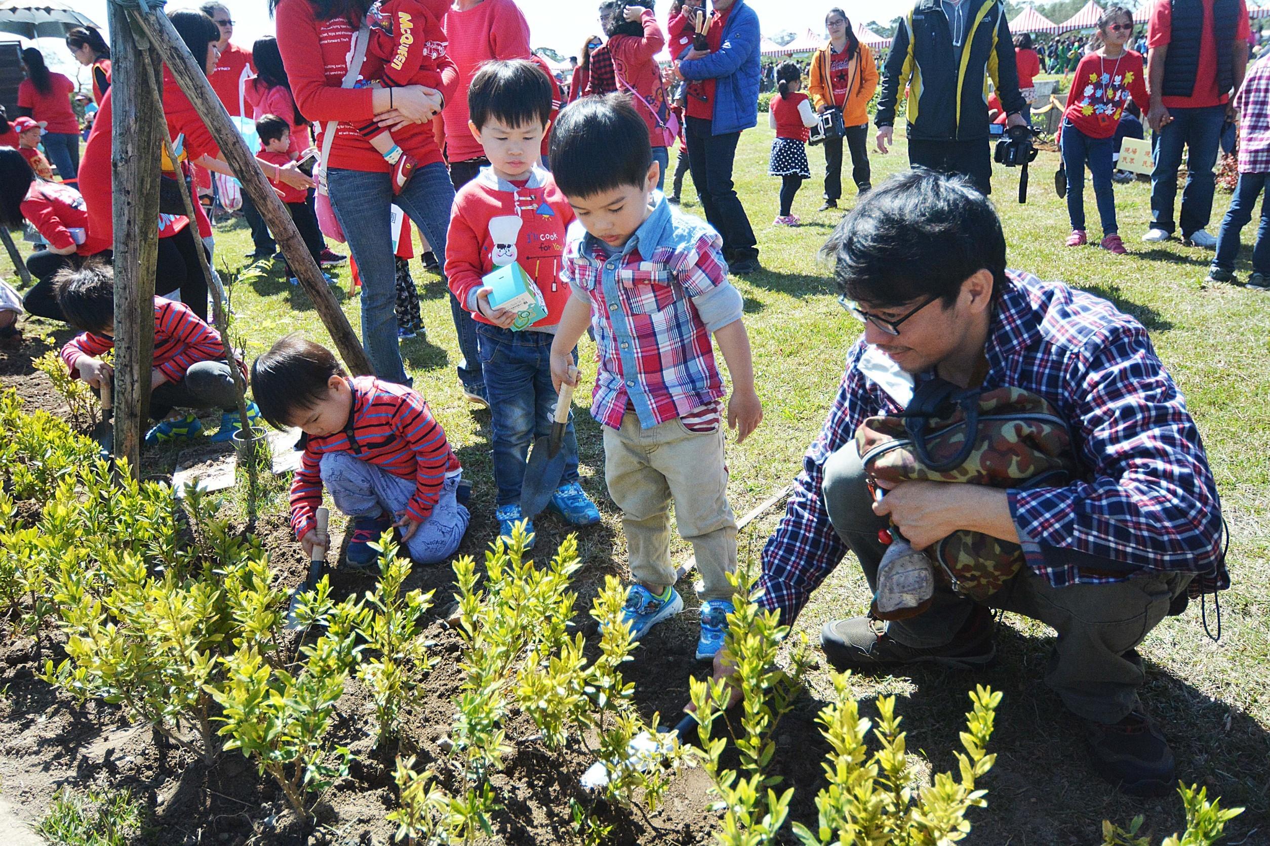 107年桃園市植樹節 鄭市長:增設四大類型公園,讓氧氣多一點、二氧化碳少一點