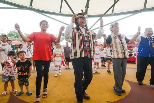 市長與貴賓一起參與祭典活動【另開新視窗】