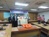 世外桃源文教公益基金會捐贈月餅禮盒予本市社福團體,由市長鄭文燦代表接受【另開新視窗】