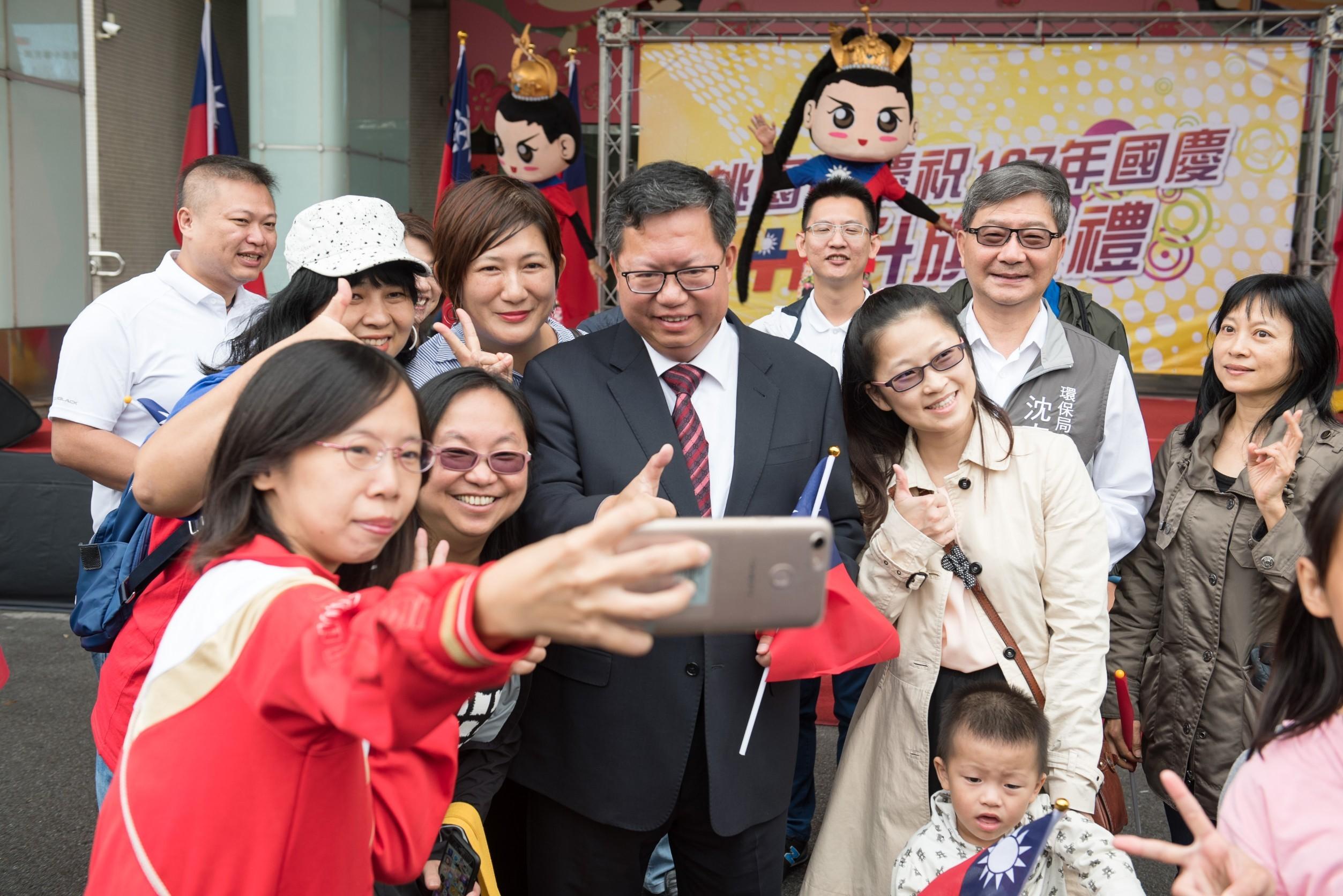 市長和市民朋友開心合影
