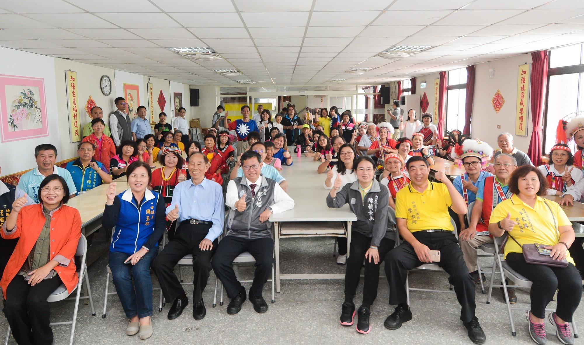 市長和與會來賓及市民朋友開心合影