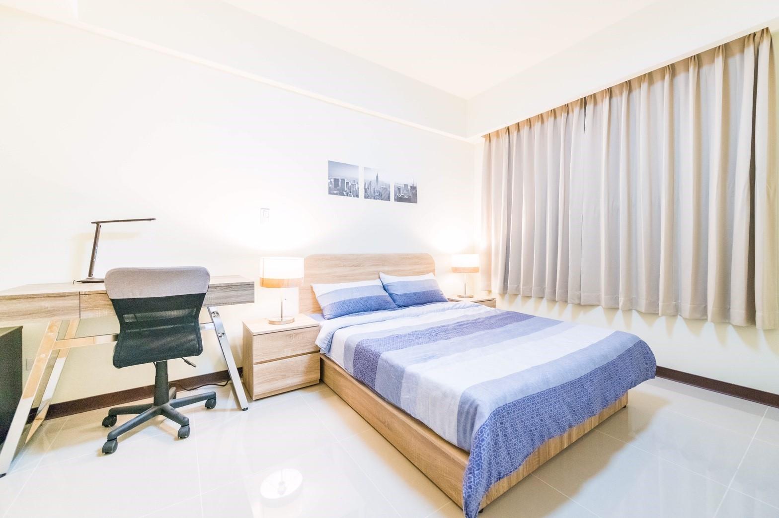 中路二號社會住宅臥室,燈光明亮、空間寬敞
