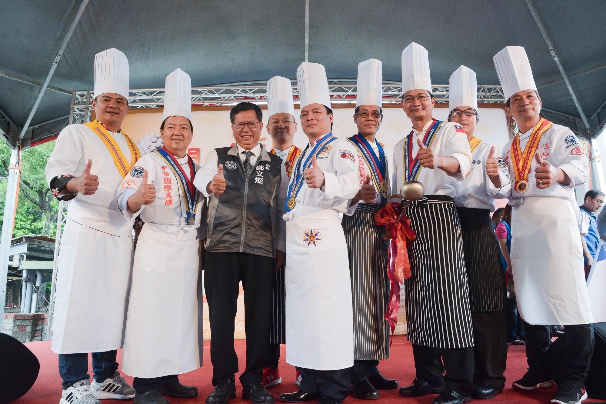 市長和主廚們合影