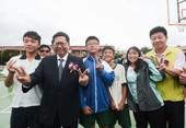 市長和新屋高中學生開心合影【另開新視窗】