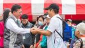 市長與參與活動的市民朋友握手致意【另開新視窗】