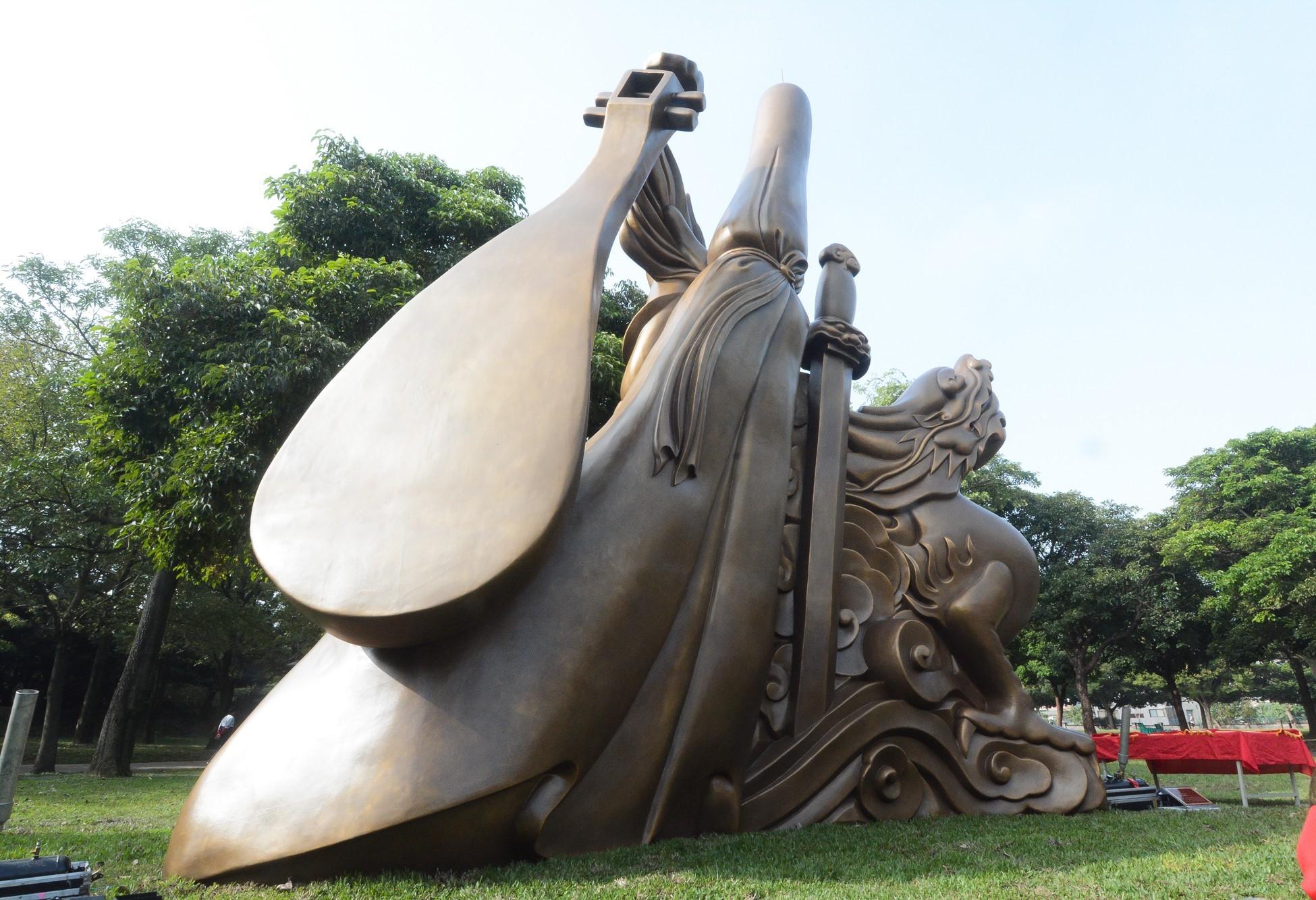 藝術家吳榮賜創作的大型公共藝術品「風調雨順」