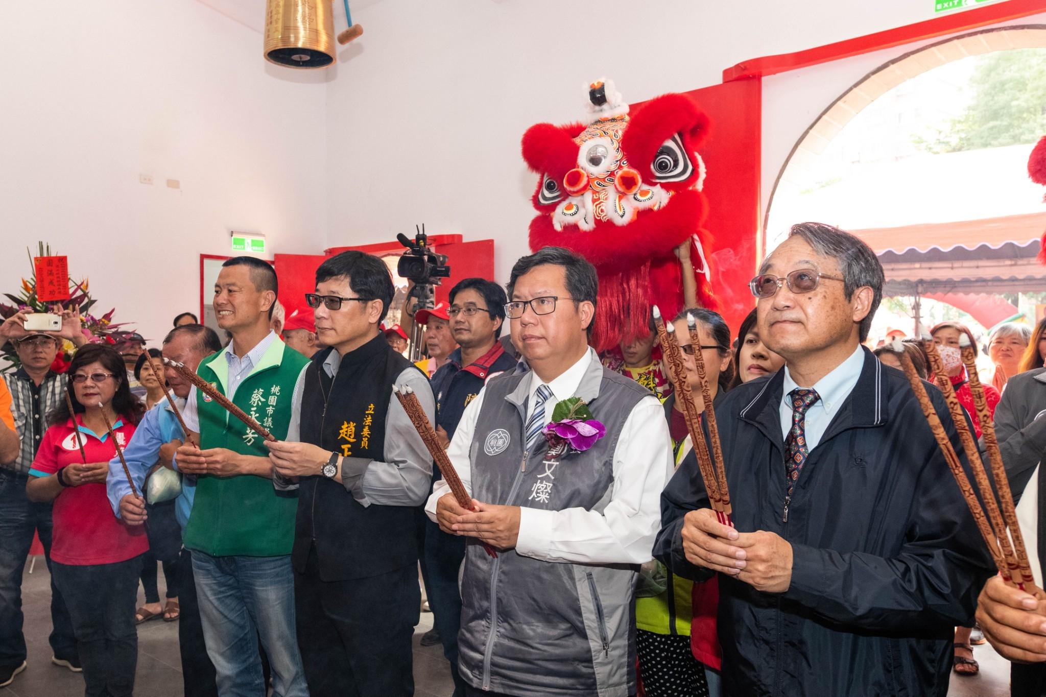 市長和與會來賓參香祈福