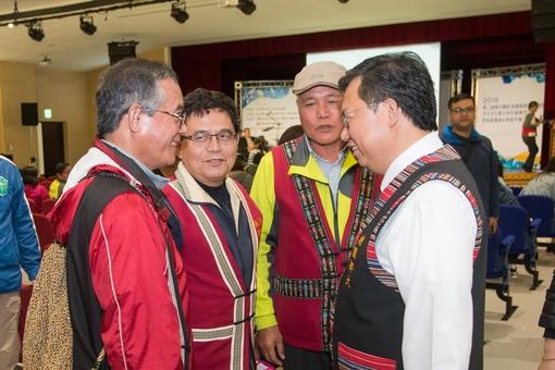 市長與原住民族朋友寒暄【另開新視窗】