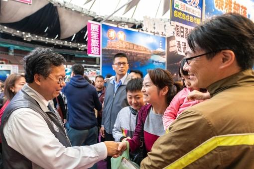 市長與市民朋友握手致意【另開新視窗】