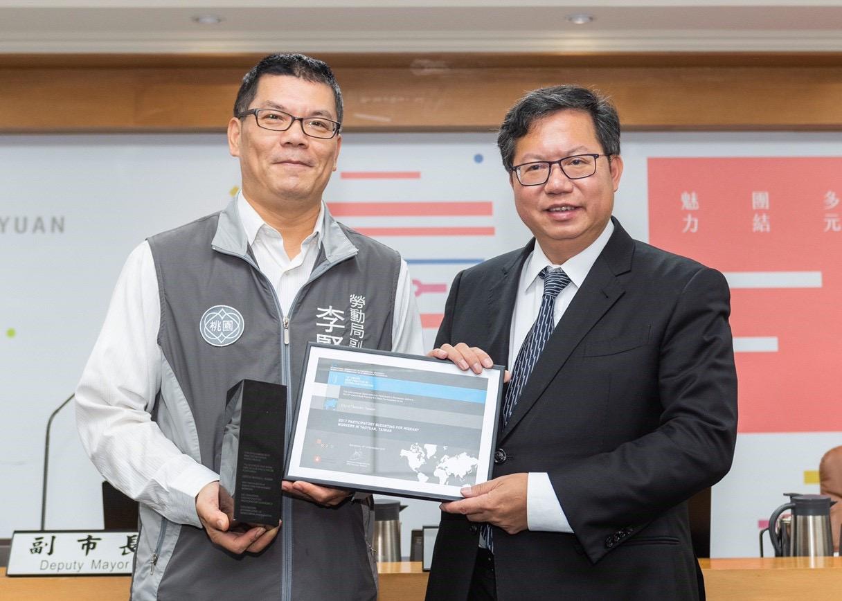 鄭市長與勞動局副局長李賢祥