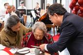 市長轉贈蔡總統賀卡予「鍾老」,祝賀95歲生日快樂【另開新視窗】