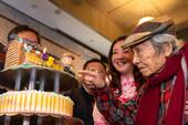 以「鍾肇政文學生活園區」為造型的生日蛋糕,慶祝「鍾老」生日快樂【另開新視窗】
