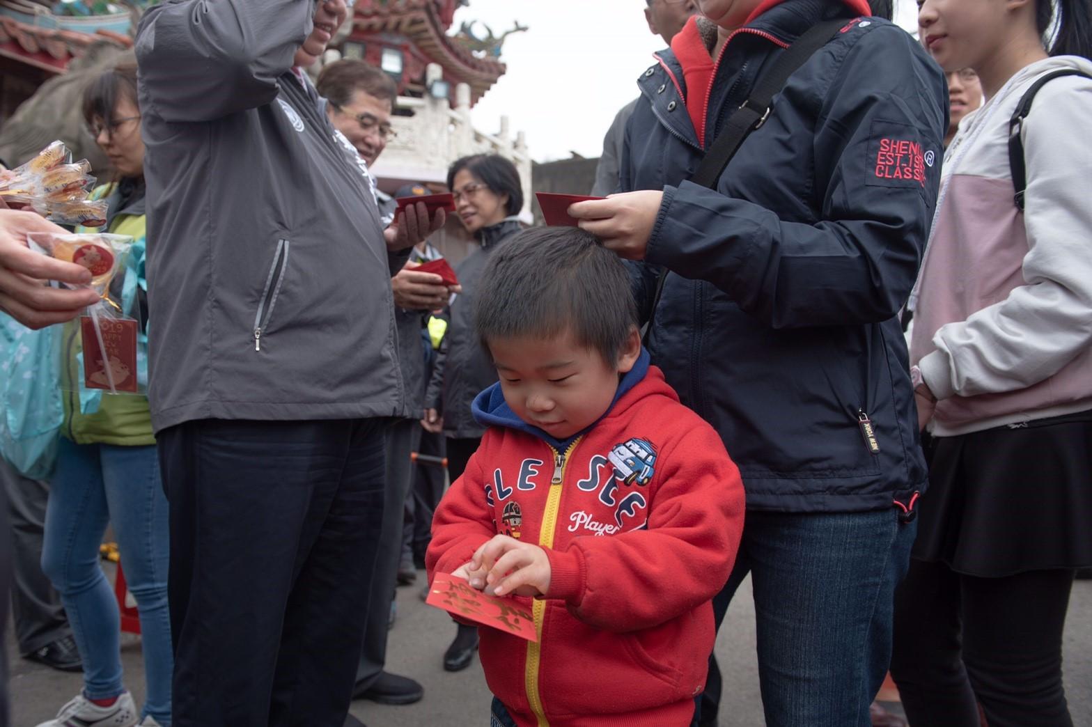 孩童與新春福袋