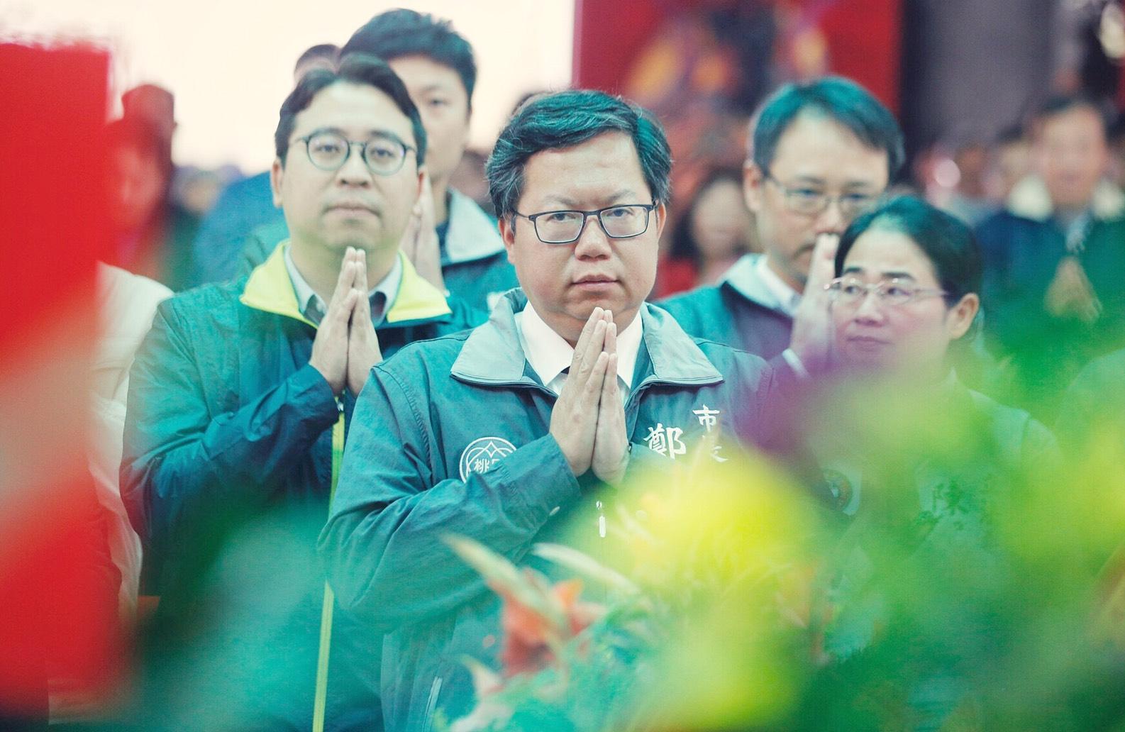 鄭市長於奉天宮祈求地方平安順利