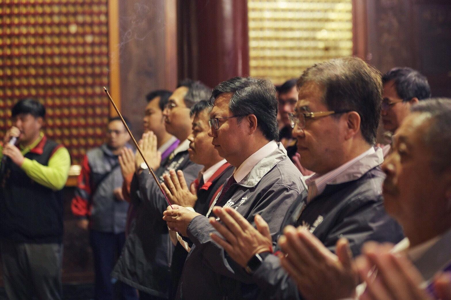 鄭市長於誠聖宮上香祈福