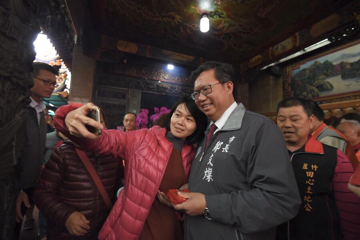 鄭市長與市民朋友自拍合照