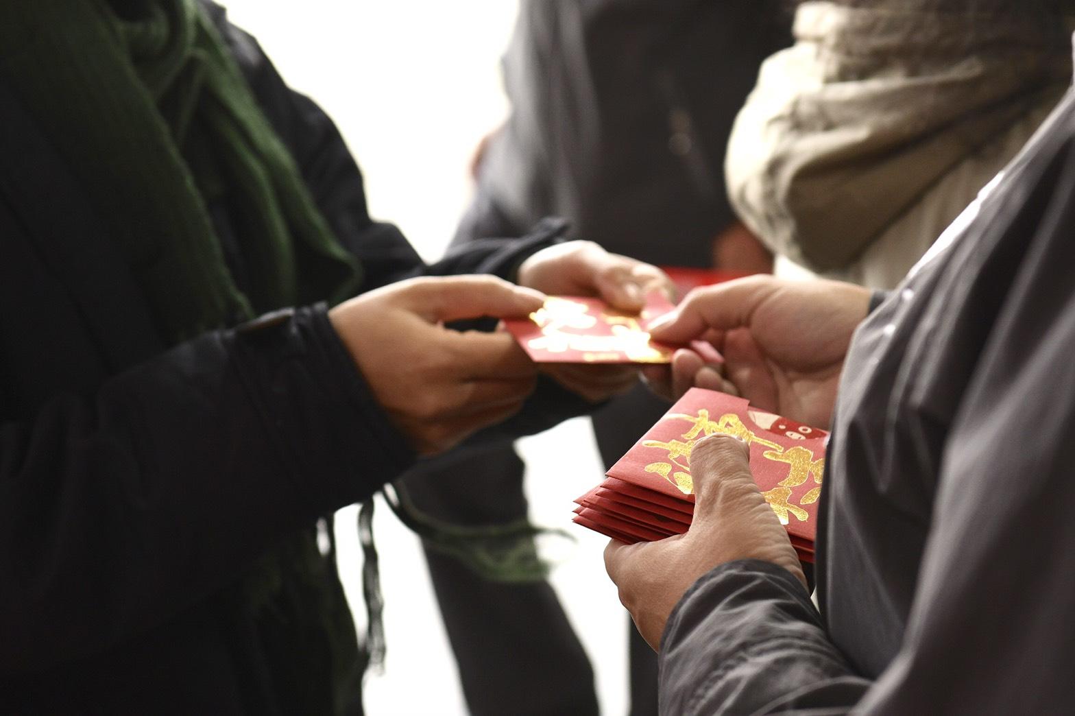 鄭市長於宋天宮發送新春福袋