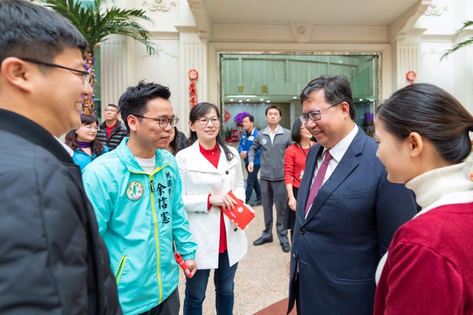 市長與議員互道新年恭喜