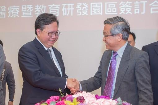 市長和清華大學校長握手【另開新視窗】