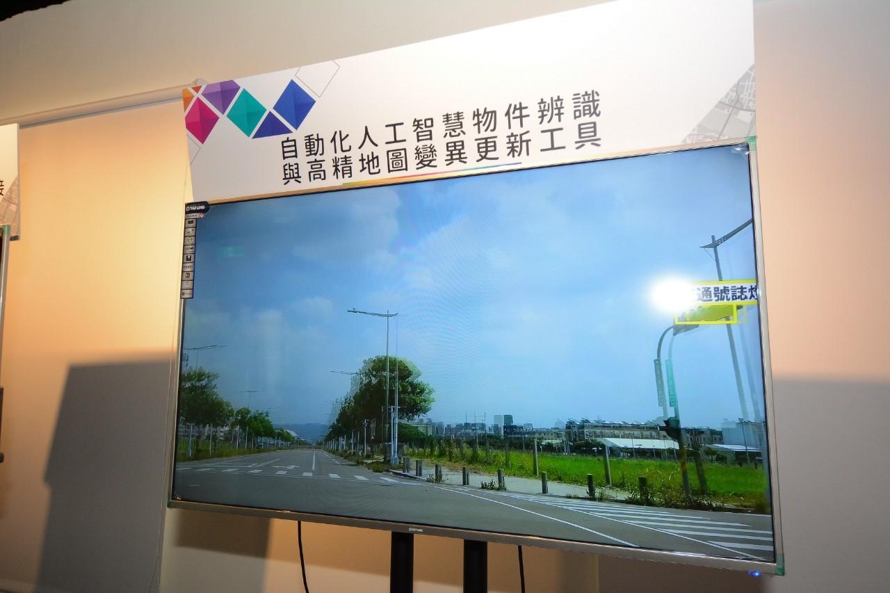 中華電信展示自動駕駛運行暨資訊整合平台先導計畫成果