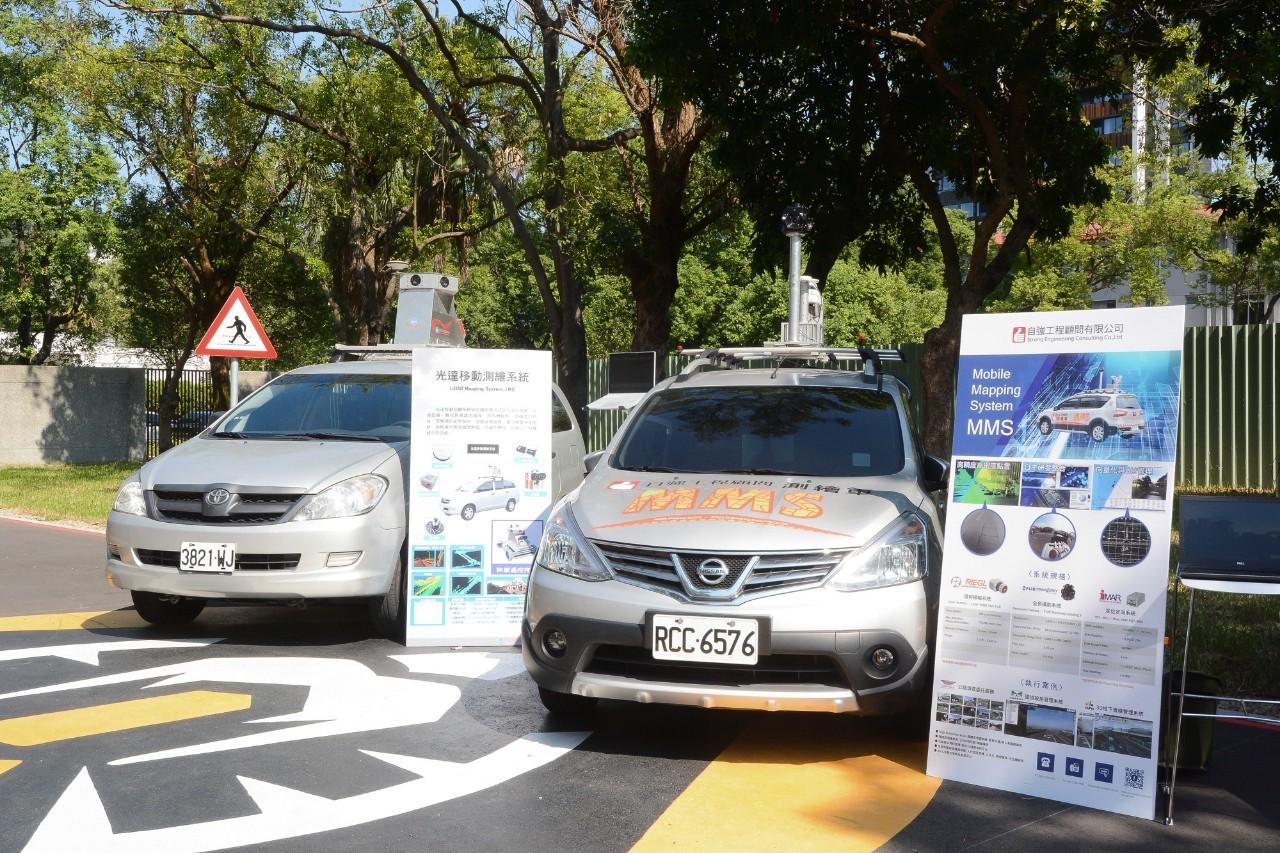 園區內展示自駕車光達移動測繪系統