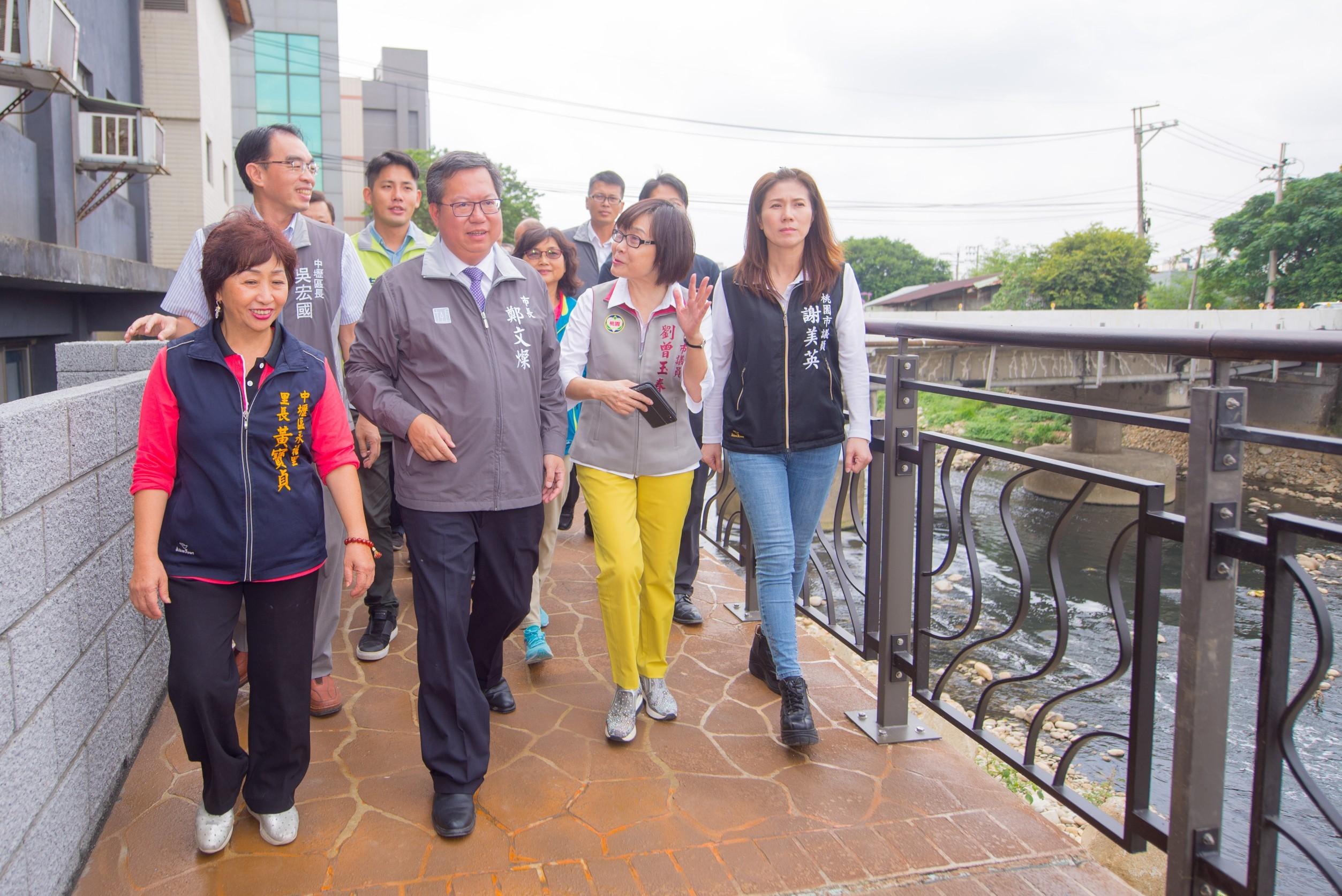 市長與貴賓視察新街溪人行步道