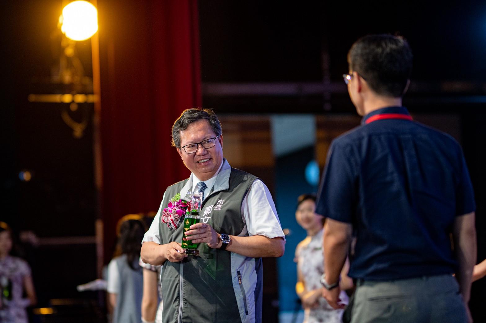 表揚桃園396位優良教師,鄭市長向每位教師表達最深的感謝
