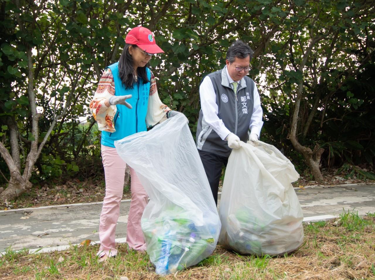 和泰集團動員萬人全台同步淨灘,落實海洋減塑環保教育