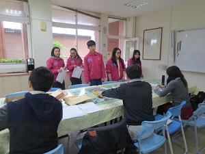 到仁和國中集中受理初領國民身分證申請作業。