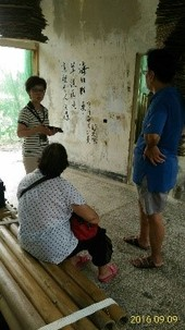 陳玉子在「蚵一哨所」為民眾導覽